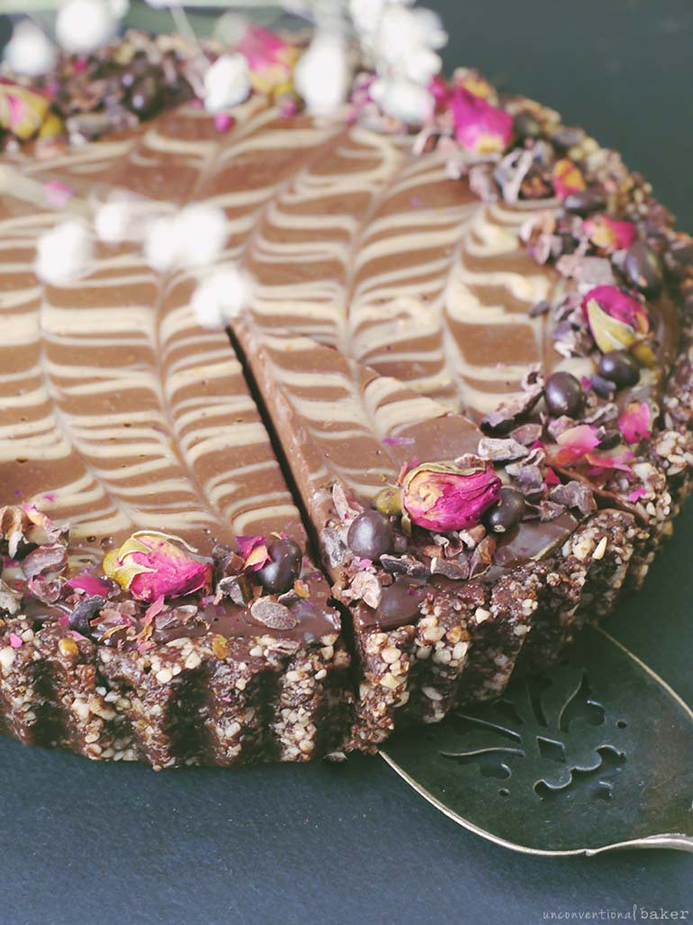 French Silk Pie {No-Bake & Free From: gluten & grains, eggs, dairy, refined sugar, added oil, coconut, and nuts)